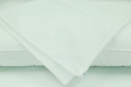 Pillow Protector Stain Resistant Non Quilted W/Zip 48 x 73cm