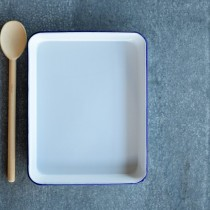 Falcon Enamelware Rectangle Baking Tray 28 White/Blue x 22 x 3cm