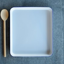 Falcon Enamelware Rectangle Baking Tray 31 x 27 x 3cm White/Blue Rim (2)
